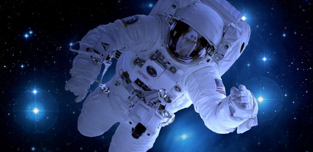 astronaut-1946806_1280